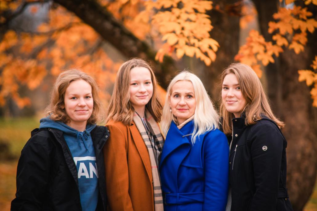 Ly Leedu tütardega nov 2020